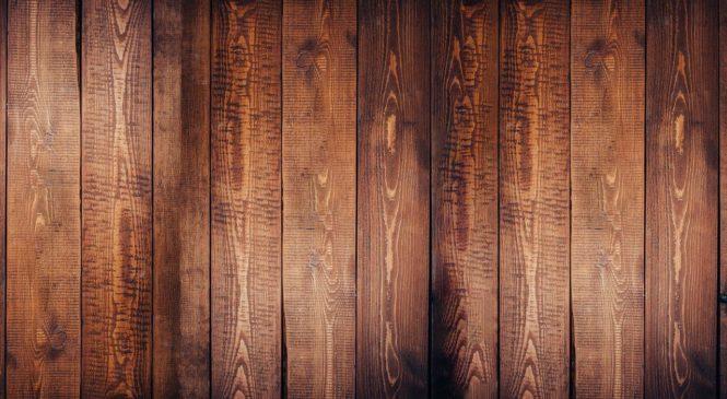 Czy warto inwestować w drewnianą podłogę
