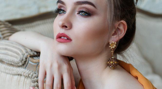 Elegancką kobietą być