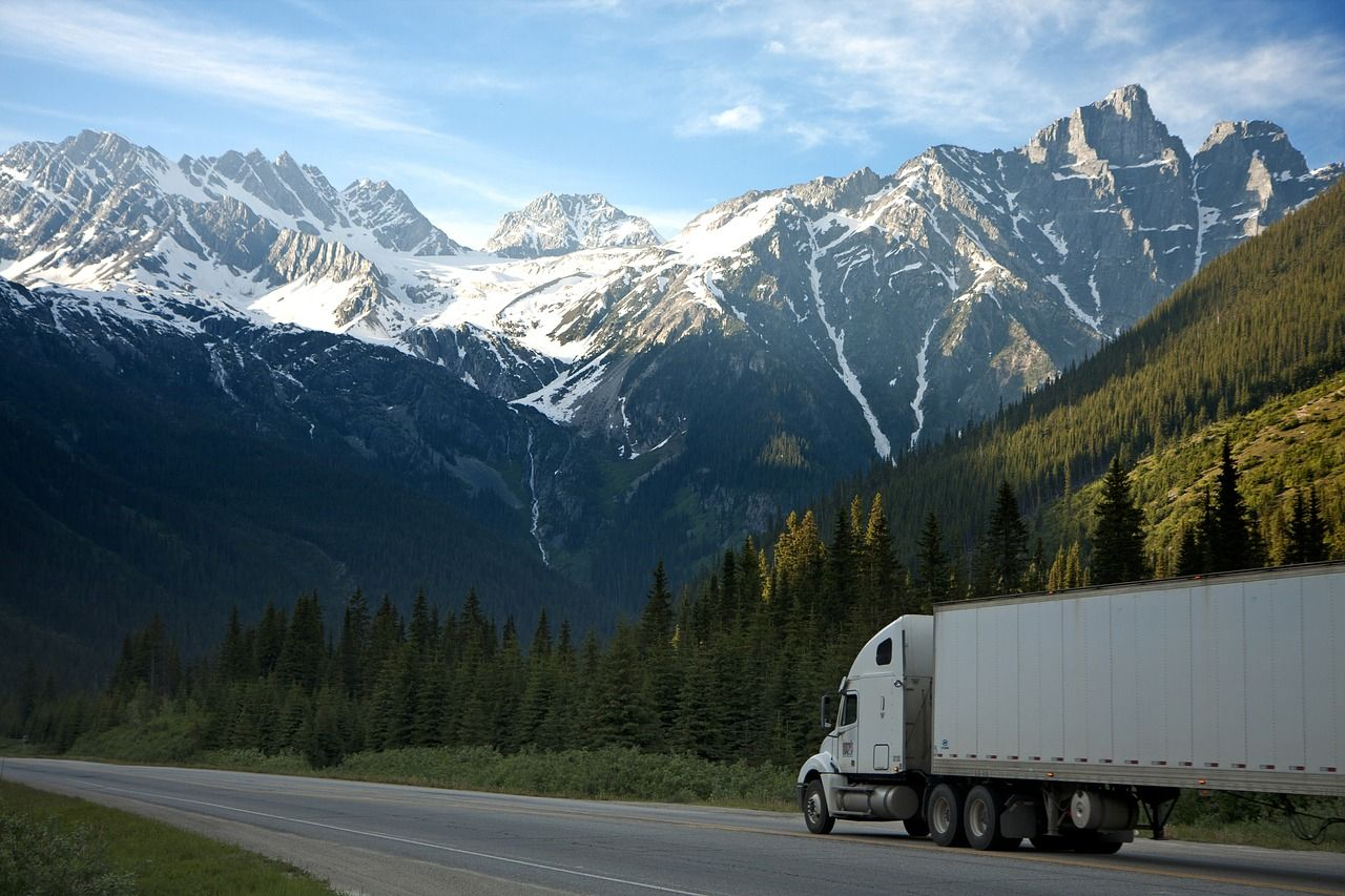 Jak dobrać transport do rodzaju towaru?