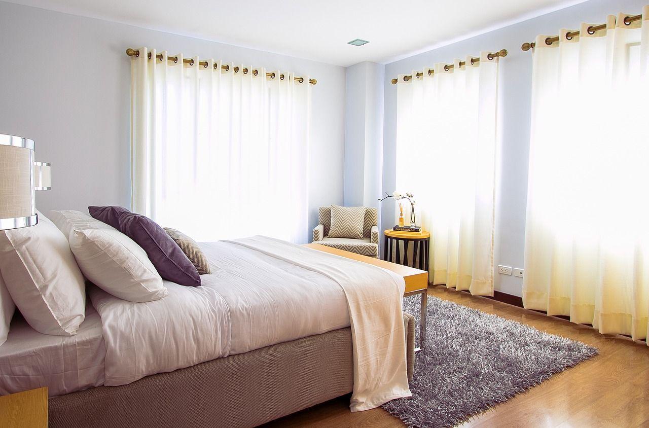 Czy zasłony pasują do sypialni?