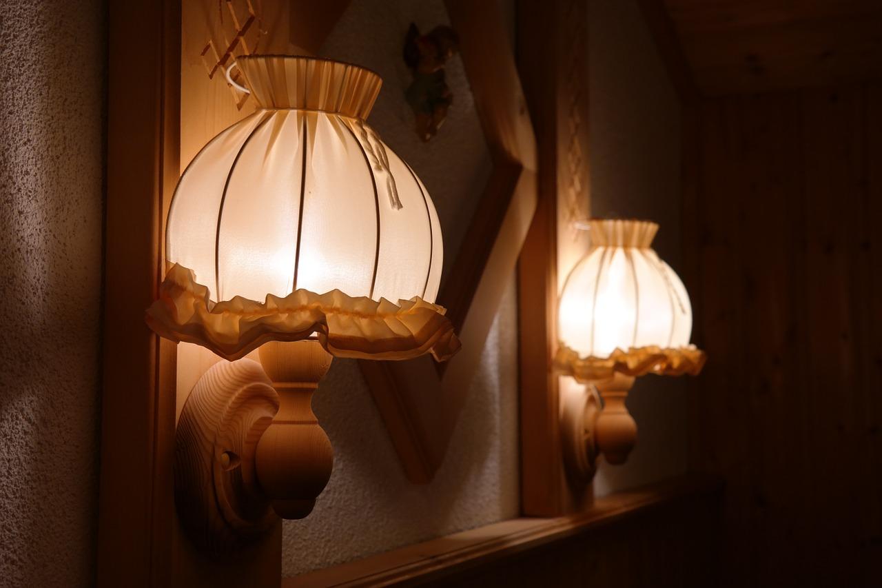 Jak wybrać lampy na korytarz?