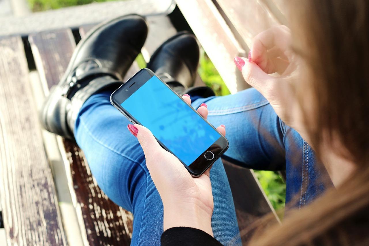 Uszkodzony iPhone – oddać do serwisu czy zakupić nowy telefon?