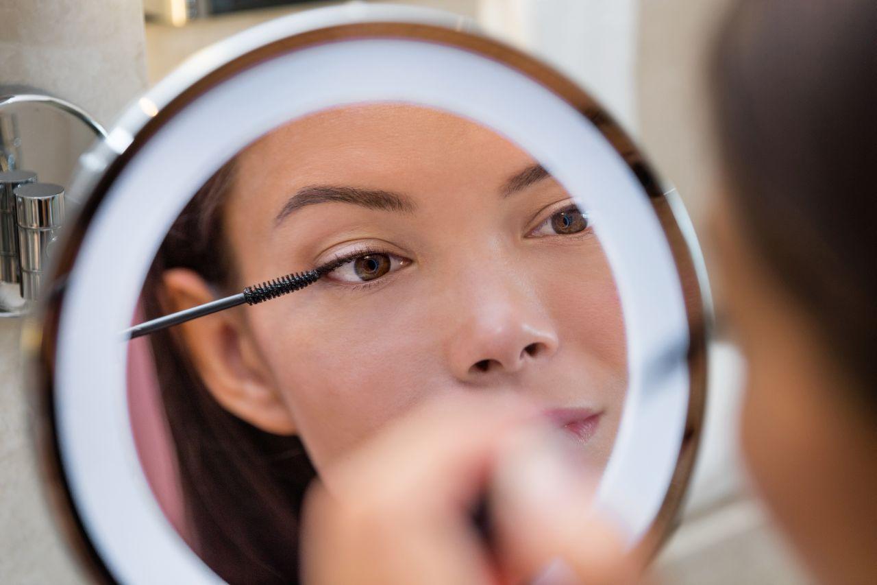 Jak wykonuje się makijaż permanentny?