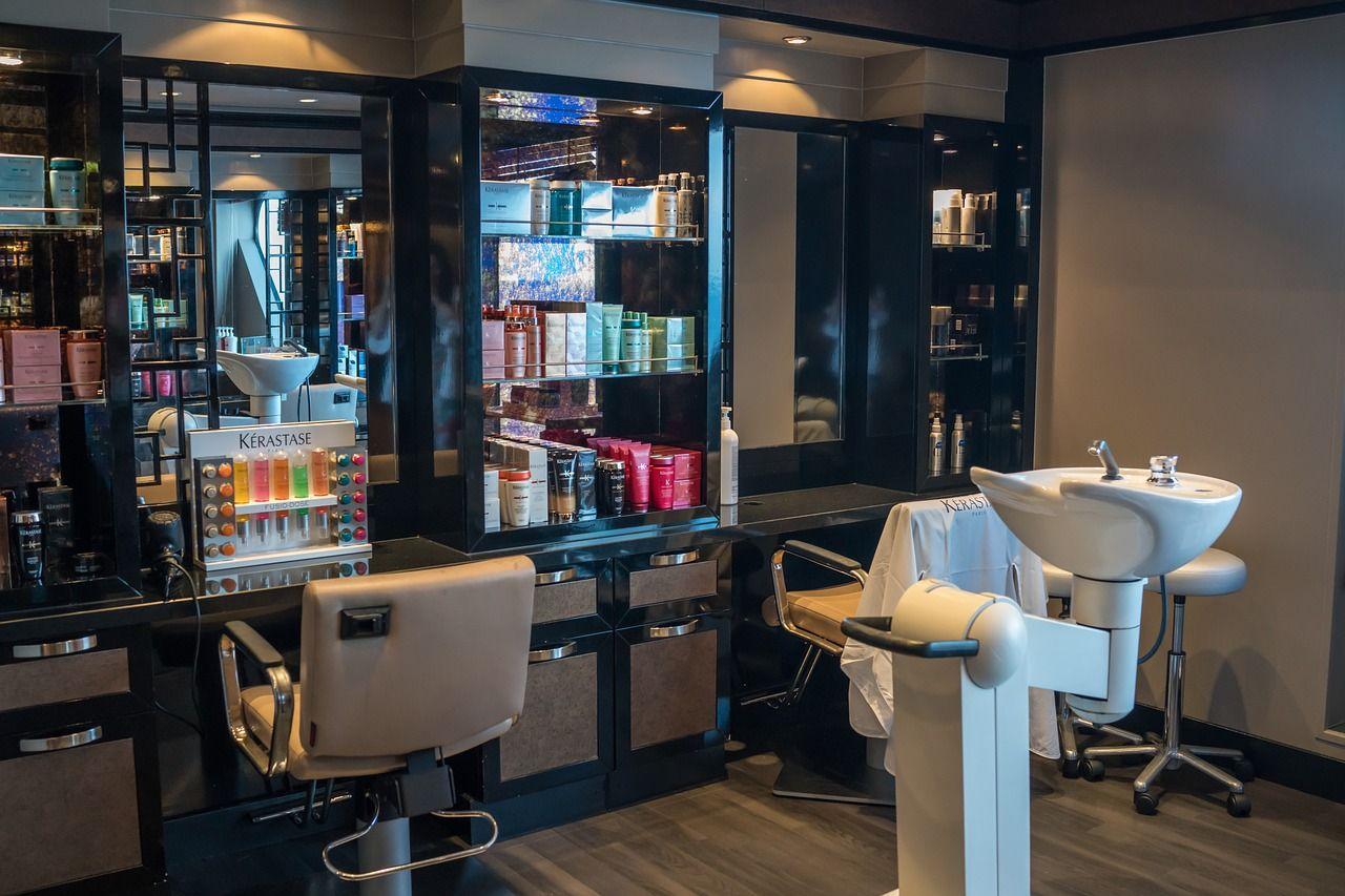 Skąd nabyć profesjonalne zaopatrzenie do salonu fryzjerskiego?