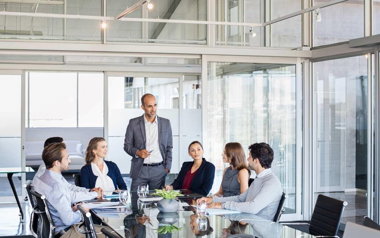Spotkanie biznesowe – jaki strój będzie odpowiedni?