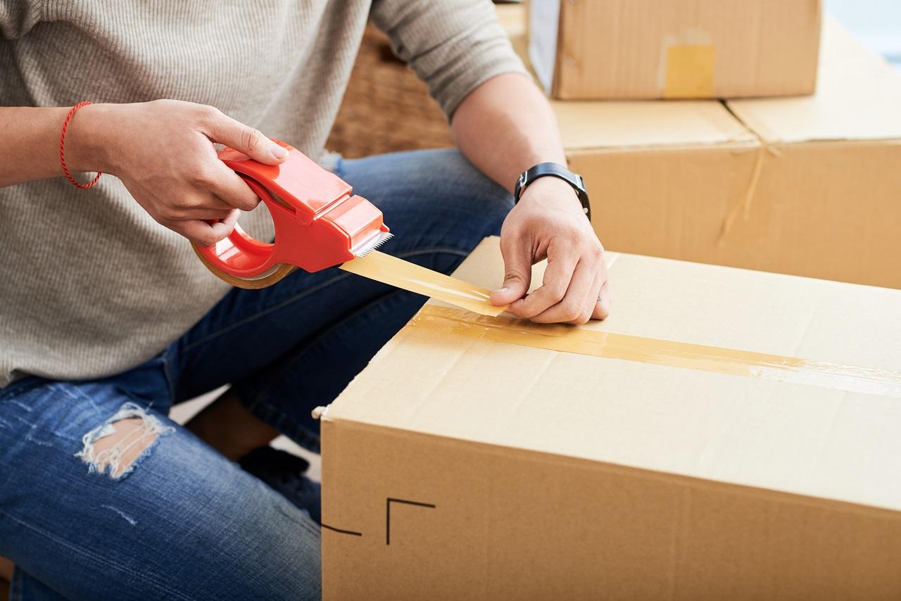 Wysyłka ciężkich towarów – jak wzmocnić paczkę?