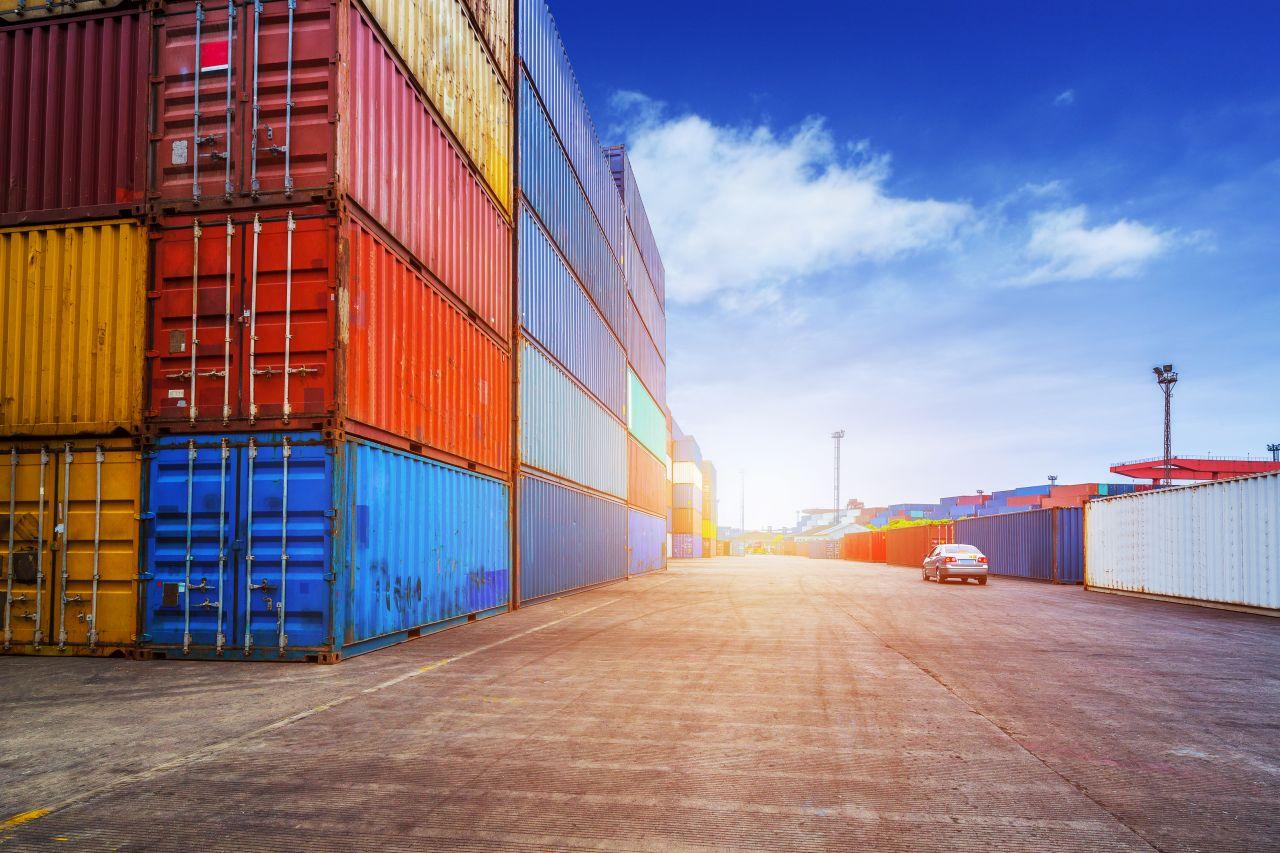 Przewóz towarów masowych drogą morską – co warto wiedzieć?