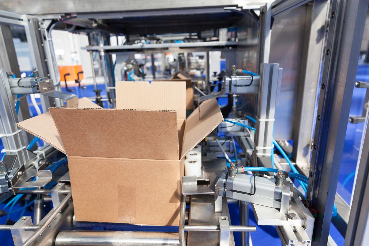 Jaki napęd stosuje się w urządzeniach przemysłowych?