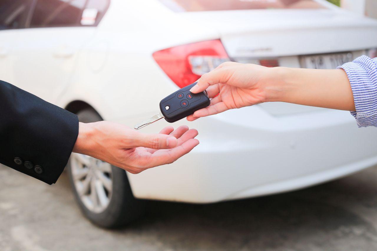 Jak wygląda długoterminowy wynajem aut – co warto wiedzieć przed podpisaniem umowy?
